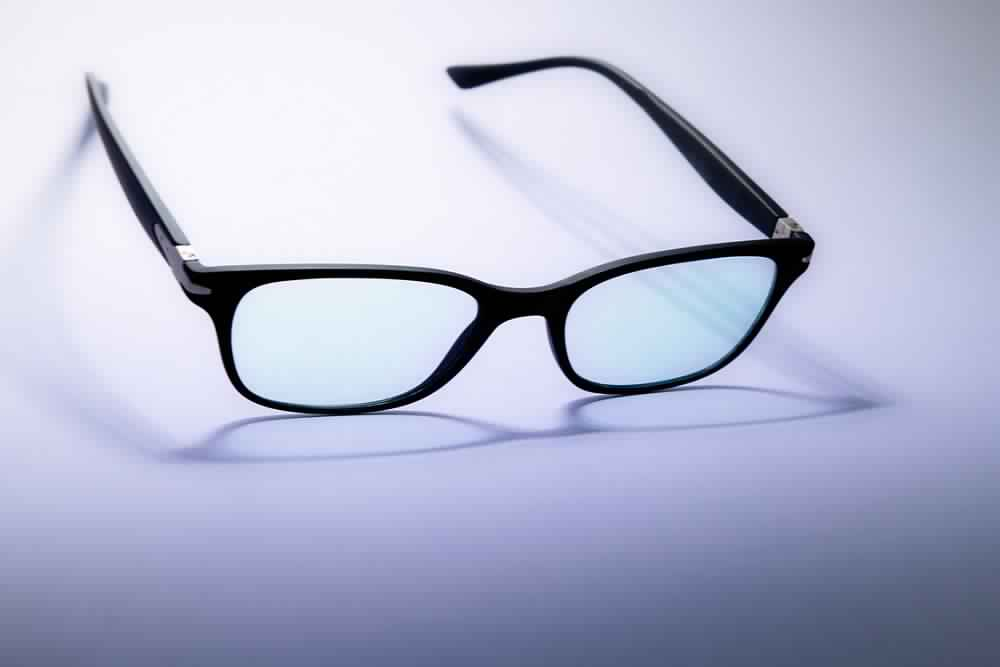 How to pick the right glasses for your face shape